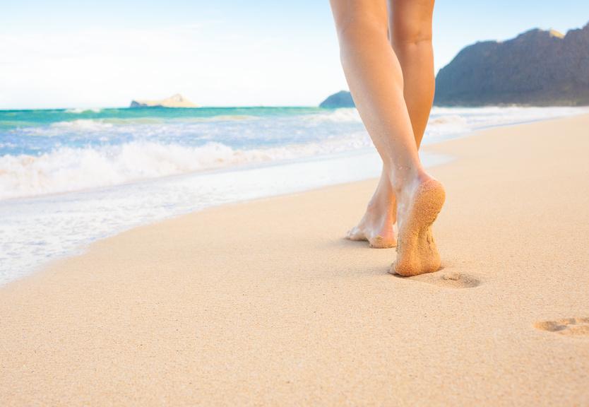 pieds au soleil sur plage